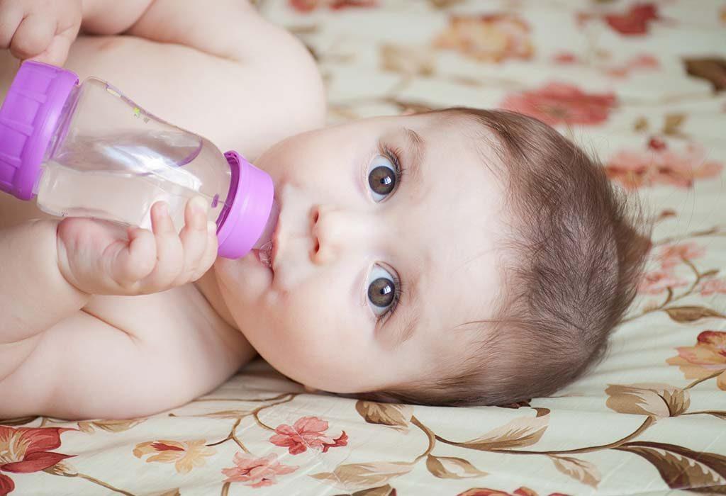 Tập cho trẻ sơ sinh uống nước như thế nào?