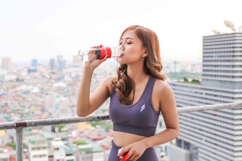 Uống nước để giảm cân kết hợp với tập luyện