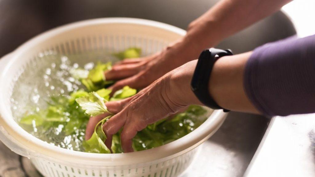 Ứng dụng nước điện giải ion kiềm rửa rau củ quả