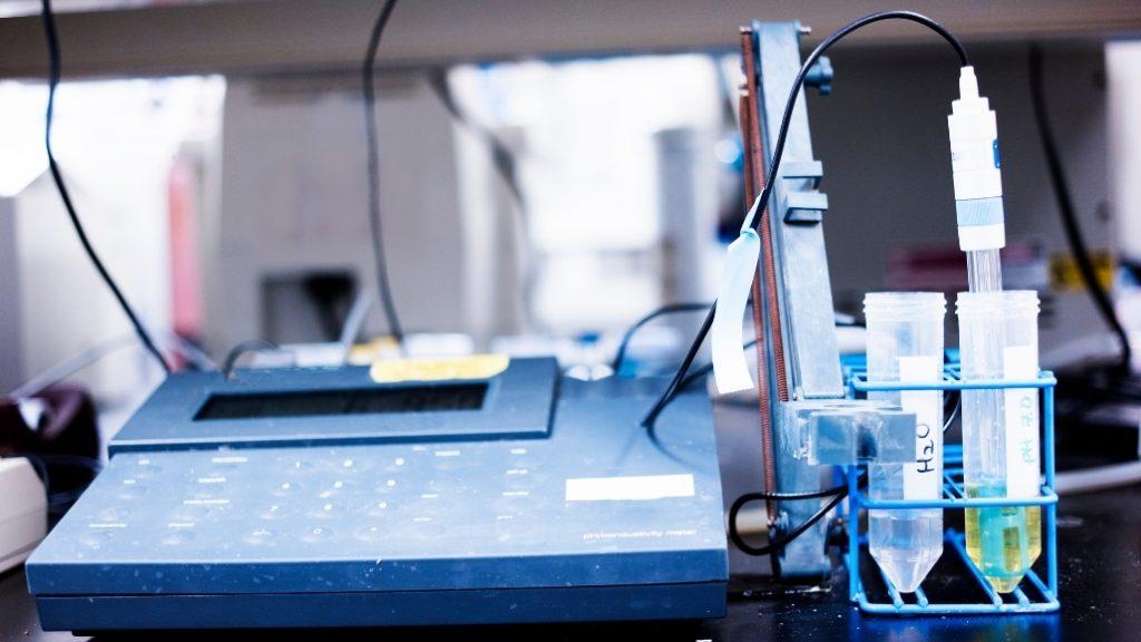 Máy lọc nước điện giải ion kiềm có khả năng điện phân, biến đổi tính chất của nước